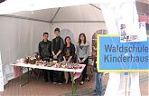 Schülerfirma WSK Eat Fresh: Verkaufsstand auf dem Idenbrockplatz am Tag der Schulkultur